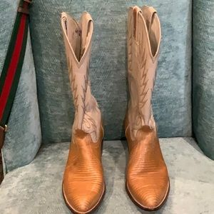 Shoes - BEAUTIFUL LEATHER COWBOY BOOTS 👢